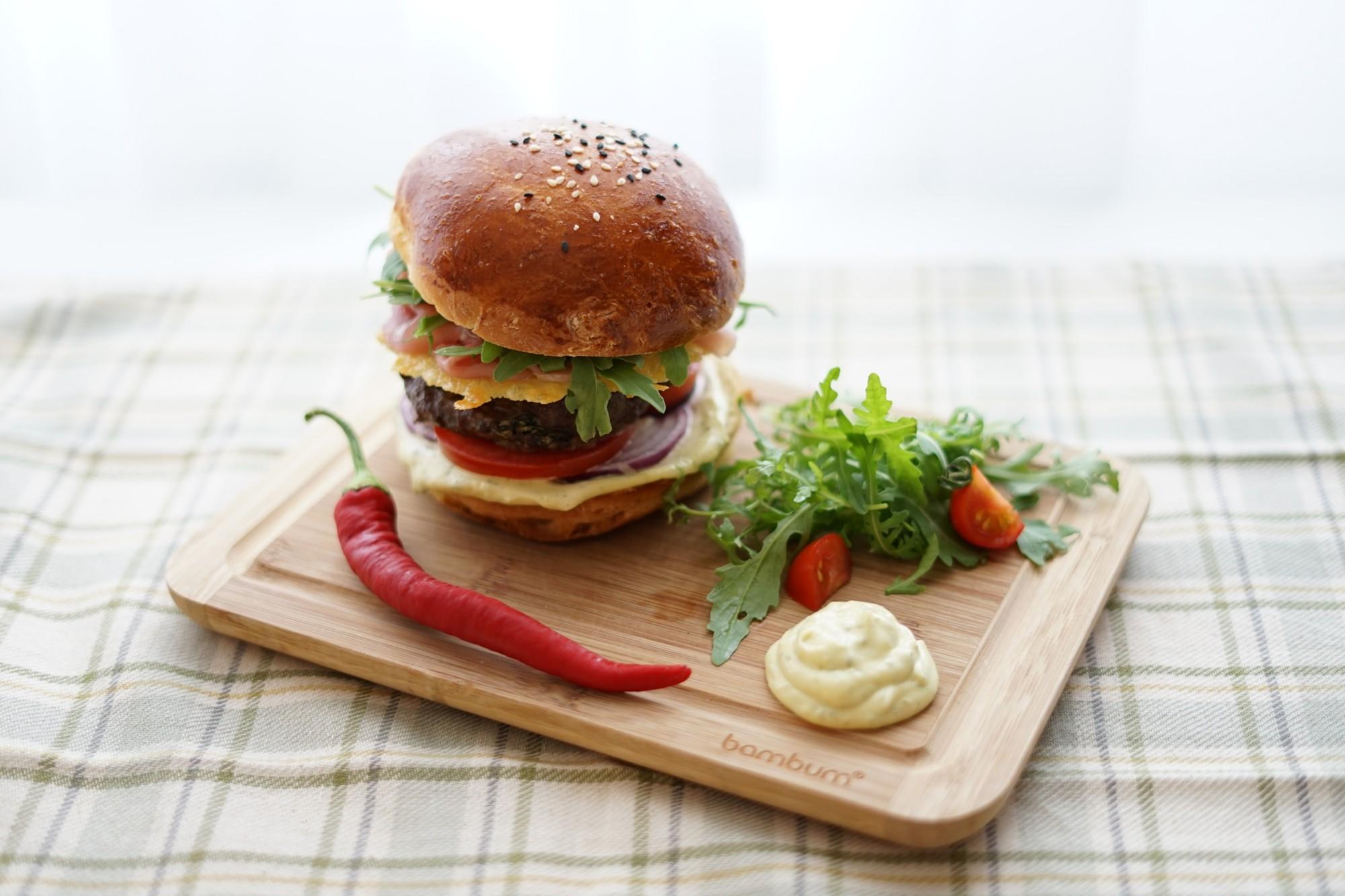 Hovězí burger s prosciuttem