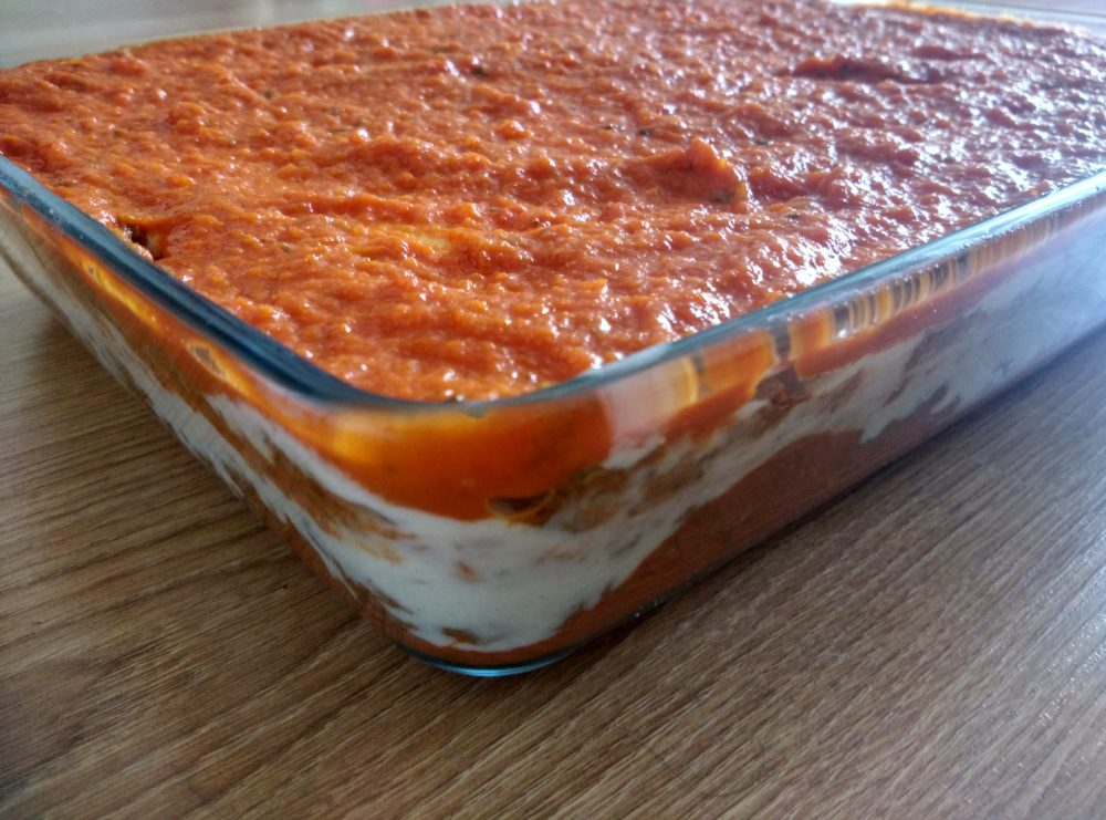 Vrstvení lasagne alla bolognese
