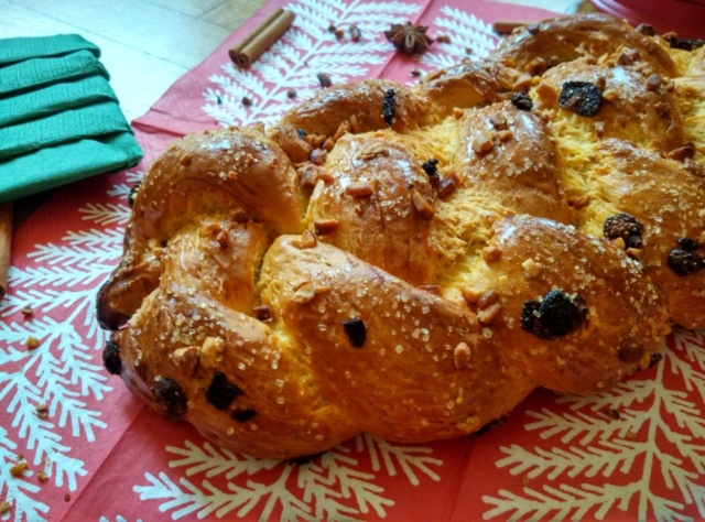 Vánočka s jahodami a kešu