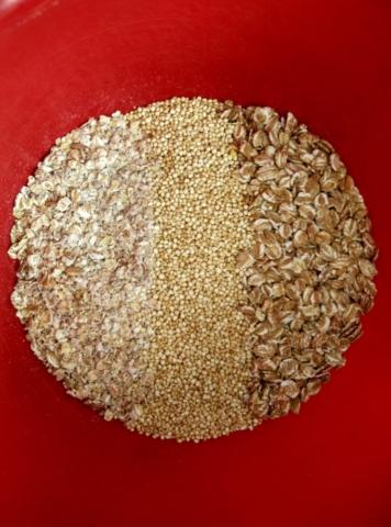 Suchý základ na domácí granolu