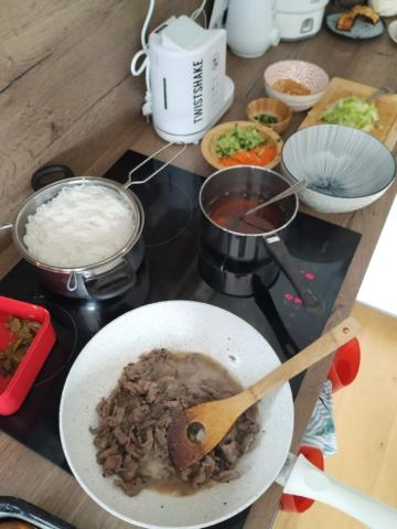 Příprava Bún bò Nam Bộ