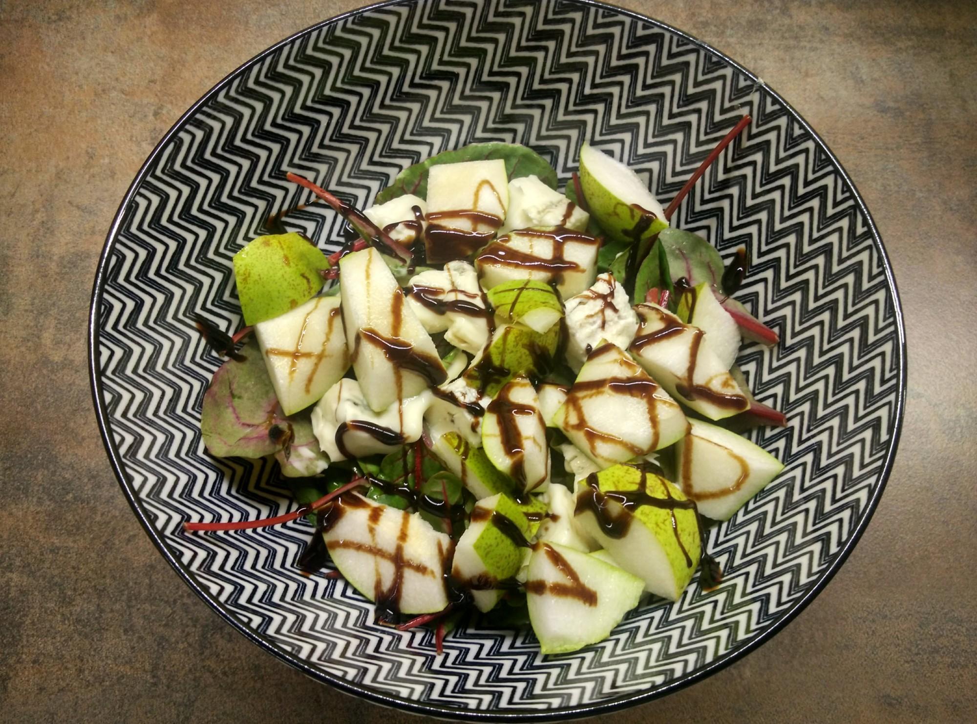 Salát s gorgonzolou a hruškou