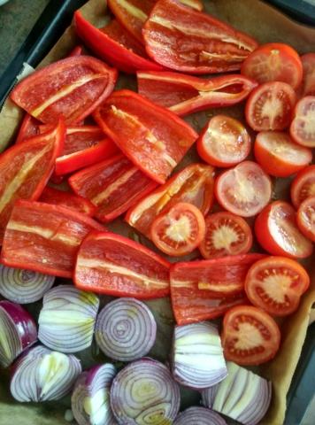 Pečení paprik, rajčat a cibule